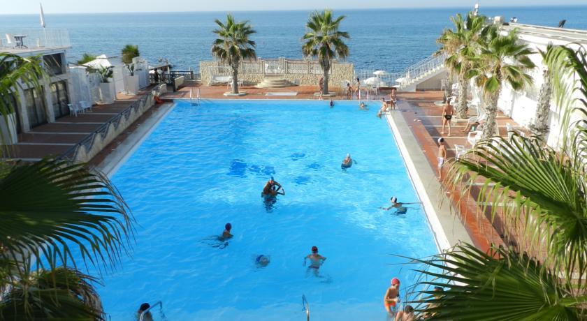 Beach Hotels Near Bari 04